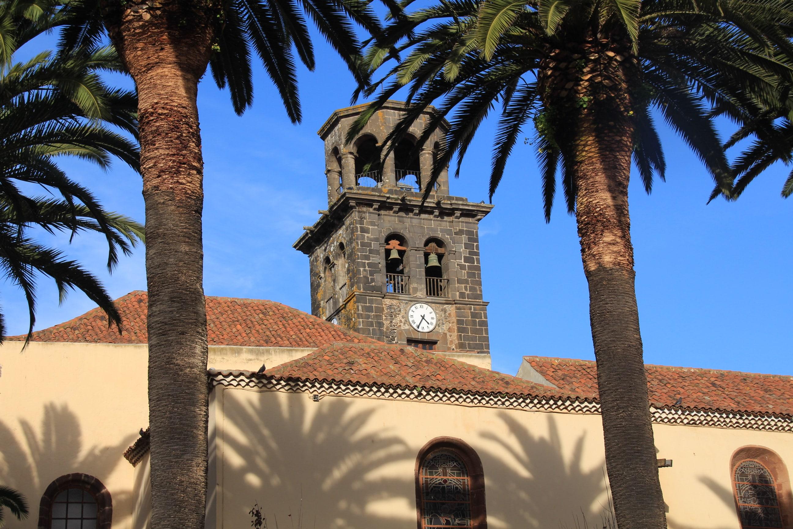 La Laguna Kirche-min