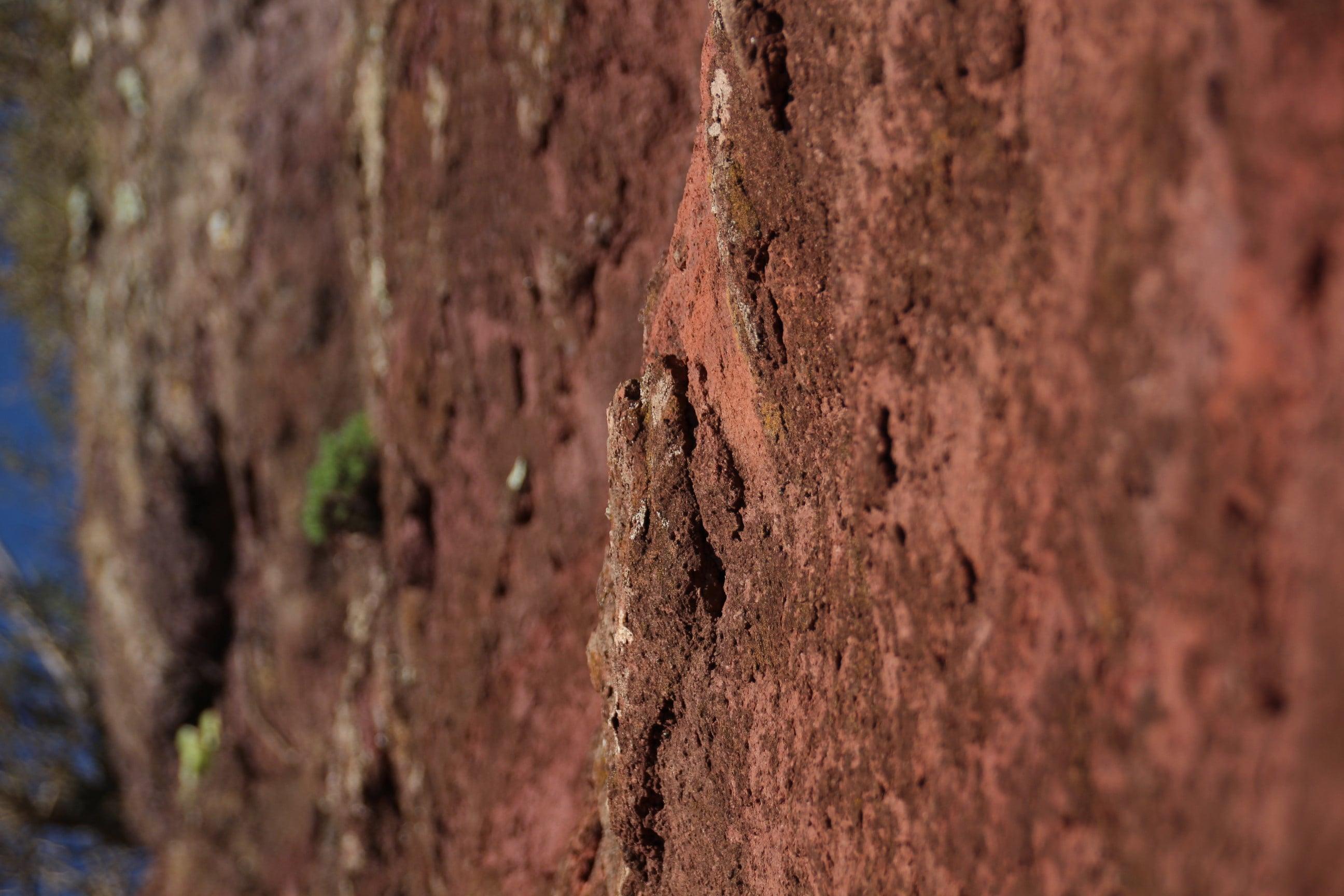 Mirador bailadero Felswand farbig