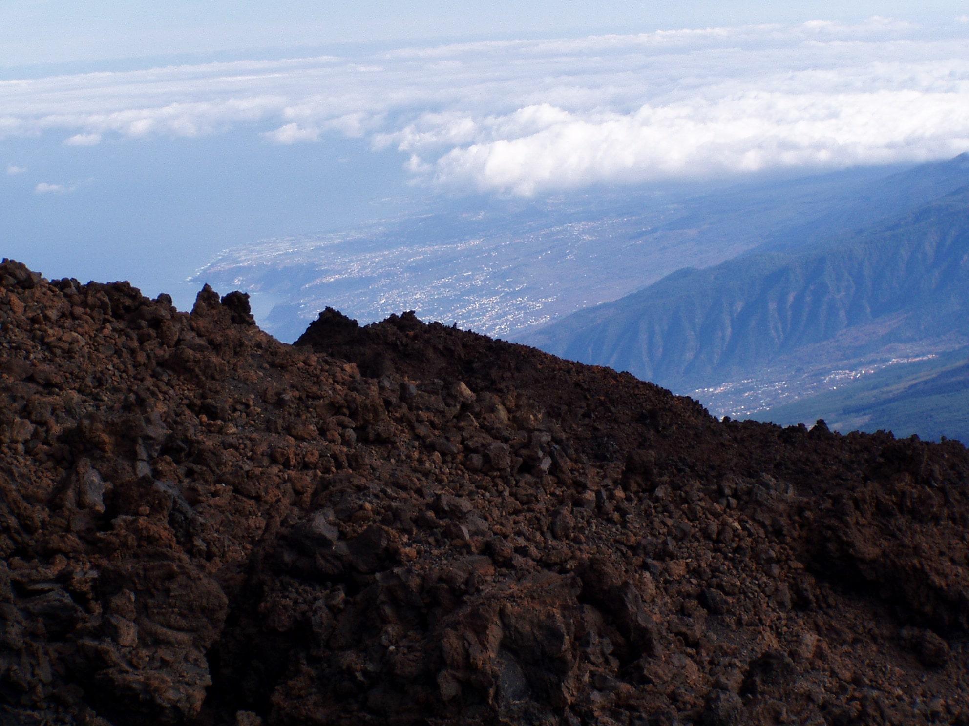 Teide umringt von Wolken