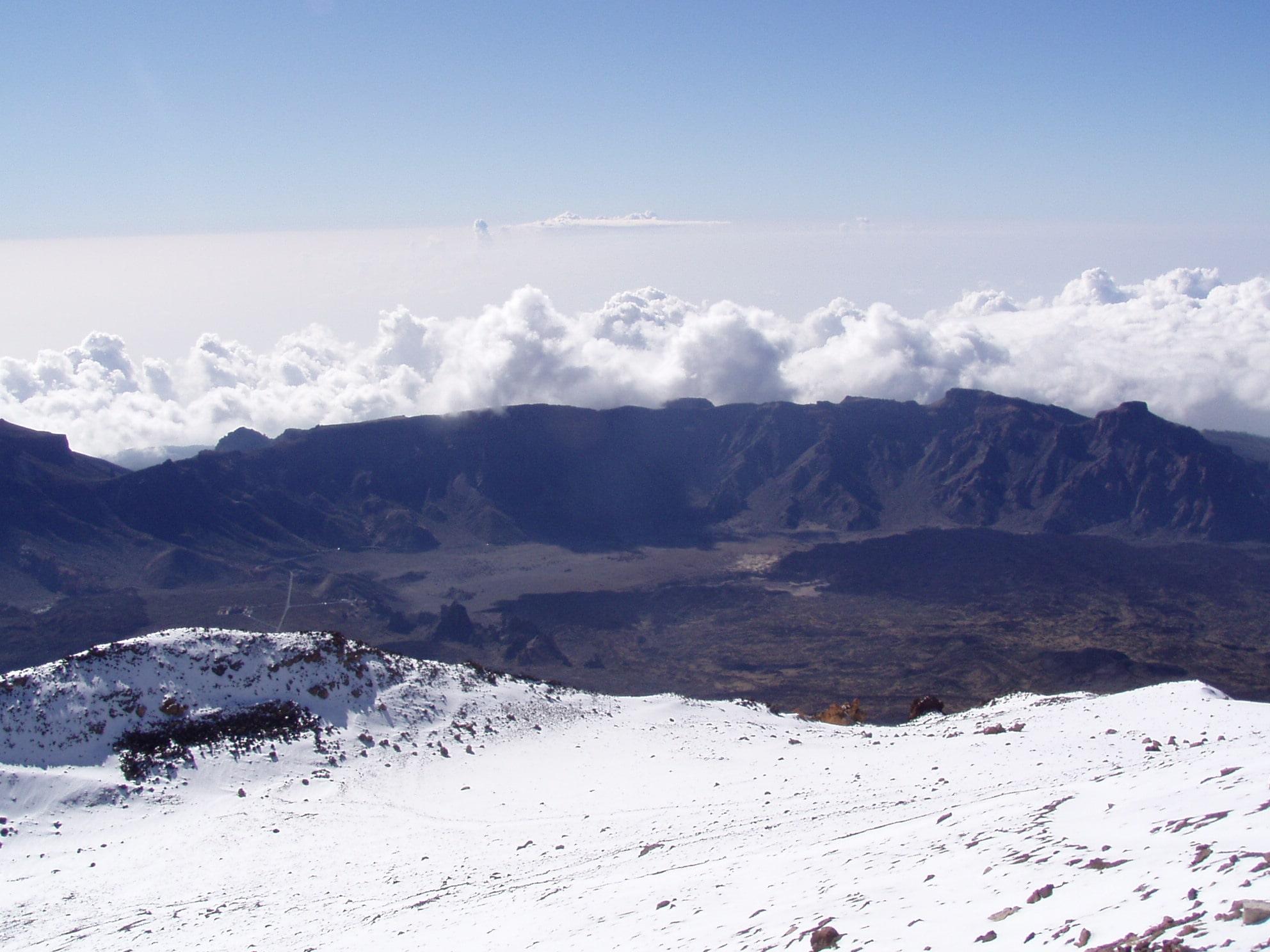 Wolken über der Calderawand