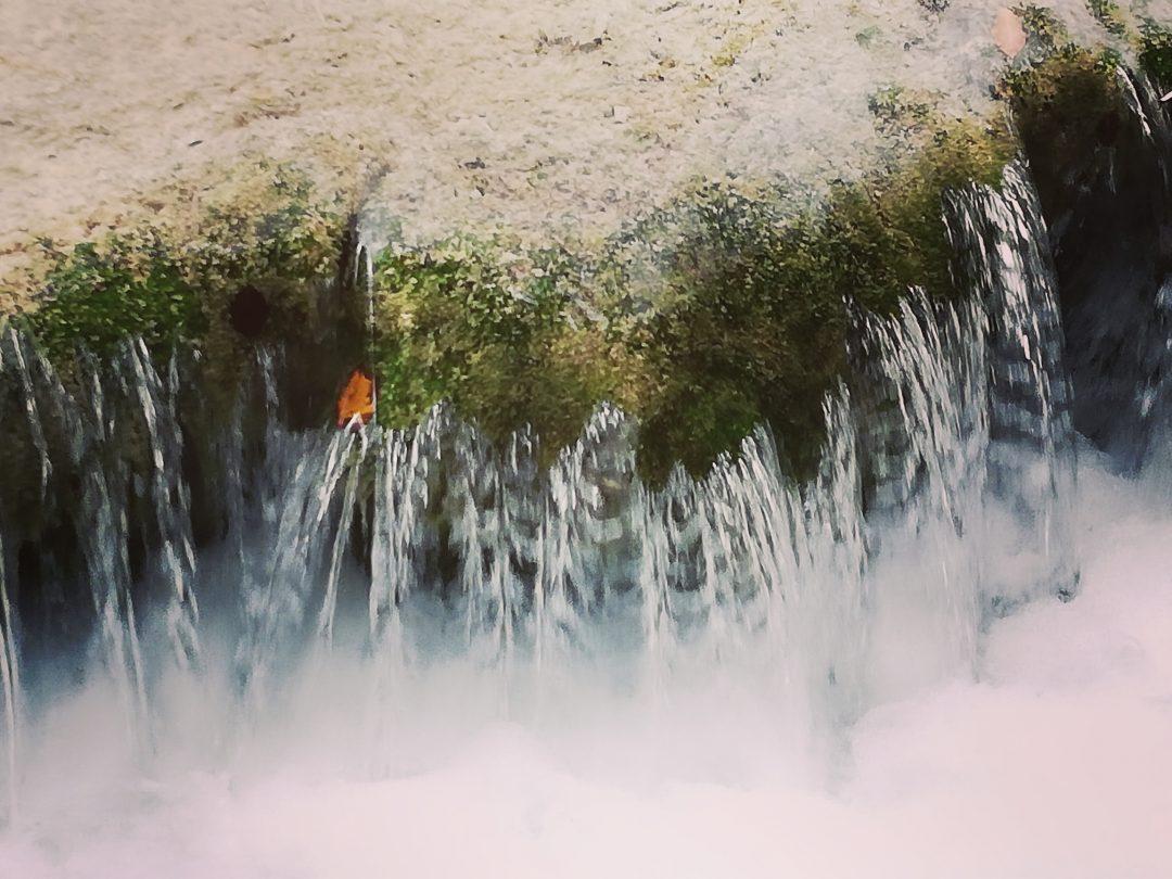 Wasserfall Wasser fließt Kraft