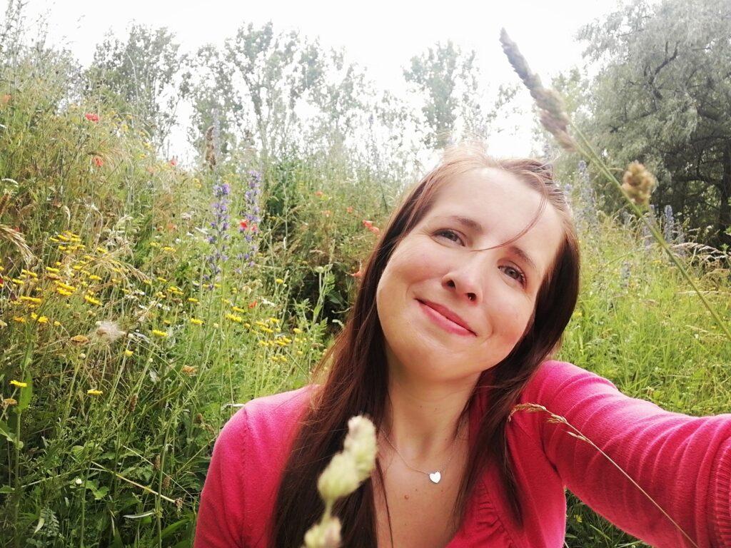 Happyme im Blumenfeld